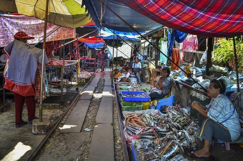 maeklong-railway-market-3[2]